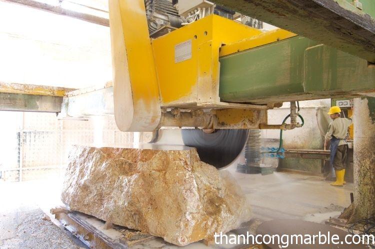 Gia công cắt đá thô